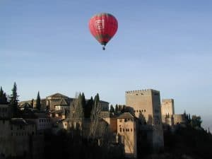 Ballonfahrt über Alhambra in Andalusien Granada